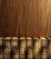 辞書の並んだ本棚 木目