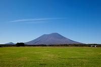 岩手県 草原と岩手山