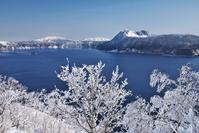 北海道 摩周湖の樹氷 カムイシュ島と摩周岳