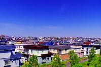 北海道 初夏の青空と住宅街