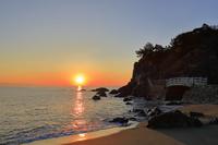 高知県 桂浜と太平洋に朝日