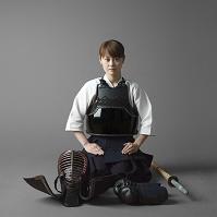 剣道着を着た日本人女性