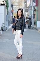 レザージャケットの日本人女性