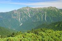 岐阜県 西穂山稜から笠ケ岳(左)と抜戸岳(右)