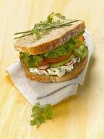 野菜とシェーブルチーズのサンドイッチ