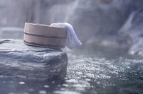 福島県 露天風呂と桶とタオル