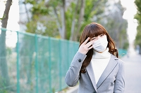 体調不良の日本人女性