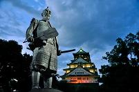 大阪府 豊臣秀吉の像と大阪城