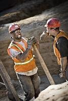 建設現場の作業員たち