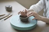 日本 京都 陶器を作る陶芸家の手