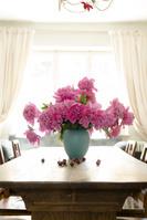 テーブルと花