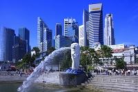 シンガポール マーライオンと高層ビル群