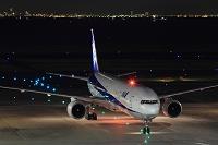 全日空ボーイング777 夜景 東京都 羽田空港