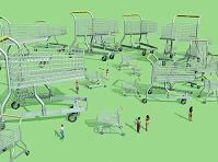無造作に大小並ぶショッピングカート