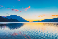 栃木県 奥日光 朝焼けの中禅寺湖と男体山