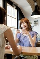 カフェでくつろぐ日本人女性達