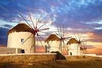 ギリシャ ミコノス島 夕暮れの風車小屋