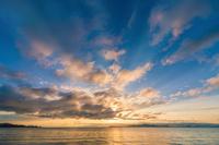 琵琶湖畔の朝日