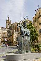イタリア シチリア島 カルタジローネ 騎馬像と教会