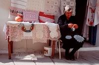 キプロス レースを編む女性