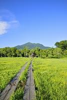 群馬県 竜宮十字路から望む竜宮小屋と燧ヶ岳