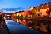 北海道 マジックアワーの小樽運河
