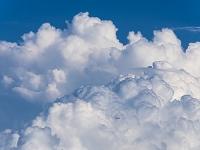 空 入道雲と飛行機