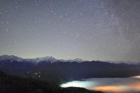 長野県 大町市 権現山 星空と雲海と白馬連峰など北アルプス