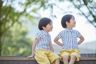 日本人の双子のポートレート