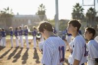 整列する野球チーム