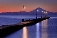 千葉県 原岡桟橋と富士山の夜景