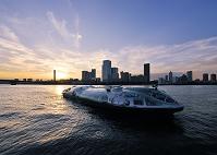 東京都 晴海運河と観光船