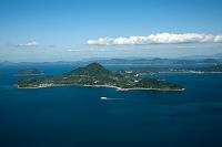 興居島と小富士(松山市沖の伊予湾)