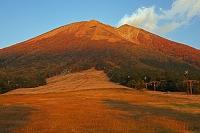 鳥取県 桝水高原より夕日に染まる大山(伯耆富士)