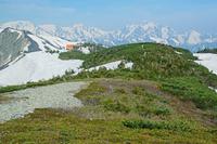長野県 爺ケ岳の稜線から立山左奥と剣岳右奥の山