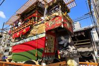 京都府 祇園祭(前祭) 新町通に建つ船鉾と船尾の大楫