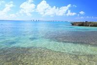 沖縄県 伊良部大橋とサンゴ礁
