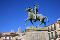 スペイン トルヒーリョ ピサロ騎馬像とサンタ・マリア教会