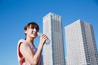 運動をする日本人女性