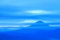 山梨県 夜明け前の富士山