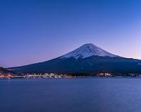 山梨県 河口湖と富士山 夕景