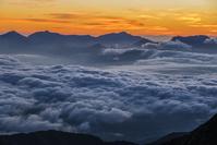 長野県 鹿島槍ヶ岳より雲海と妙高連山