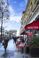 フランス パリ シャンゼリゼ通りのカフェ