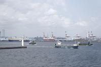 神奈川県 横浜港を行き交う船