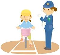 交通安全教室で指導を受ける女の子