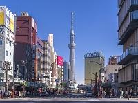 東京都 浅草・雷門通りと東京スカイツリー