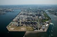 五井火力発電所とコスモ石油、丸善石油のタンク群