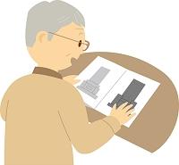 墓石のカタログを見るシニア男性
