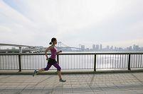 ジョギングする女子
