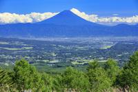 山梨県 富士見平より甲府盆地と富士山 八ヶ岳観音平